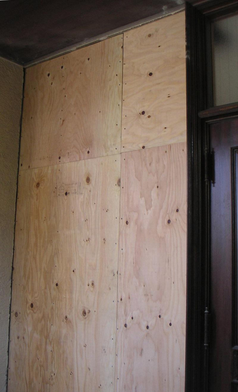 玄関脇下地合板